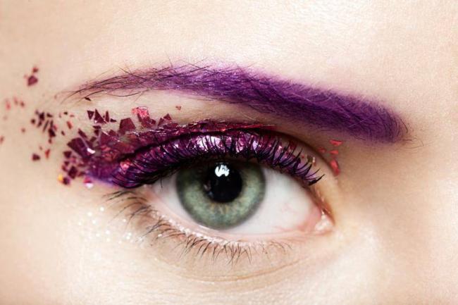 фиолетовые брови